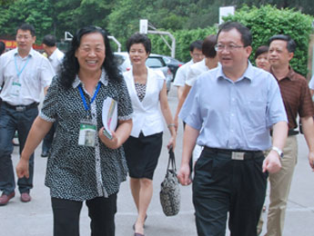 [Guangzhou] Guangzhou Education Bureau Director Qu Shaobing Inspected our School